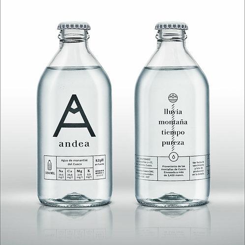 Agua andea en botellas de 330 ml