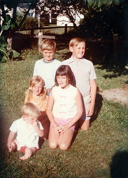 Young Robert with siblings