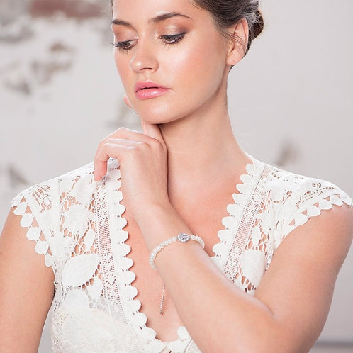 Chic Pearl Bracelet, Available in Silver or Gold, Bridal Accessories, Wedding Je