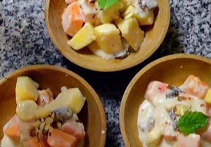 CREAMY ISLAND FRUIT BOWLS