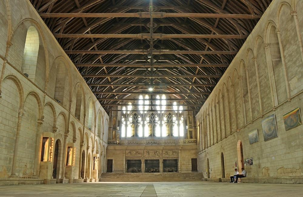 Salle des pas perdus, Poitiers, palais des comtes du Poitou, Aliénor d'Aquitaine