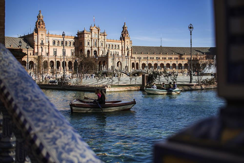 Séville, place d'Espagne, canal, pont, céramique, palais, Andalousie