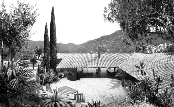 Villa C courtyard View BW.jpg