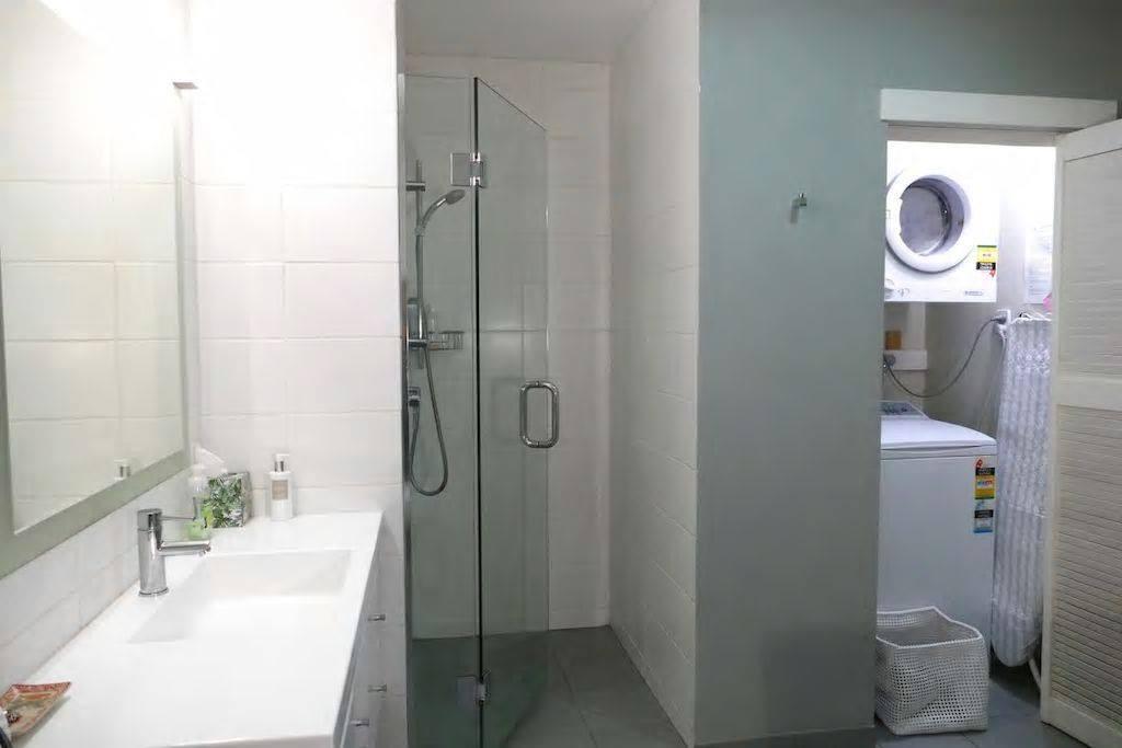 Emily bathroom 2.jpg