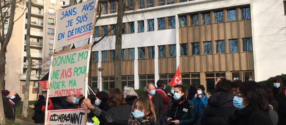 Mobilisée pour le recrutement d'AESH à Villejuif et dans le Val-de-Marne