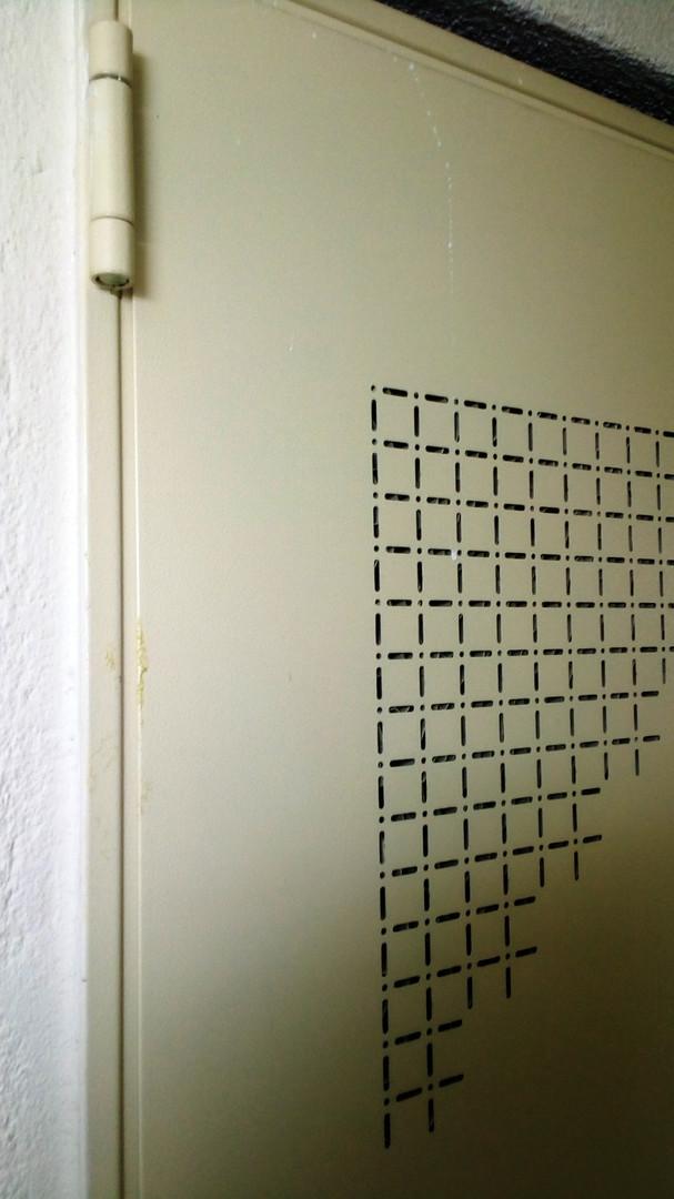μεταλλική πόρτα διάτρητο φύλλο αερισμός