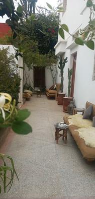 Giardino della surf house in Marocco.jpg