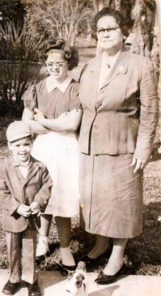 Eladio Paula's Family Members