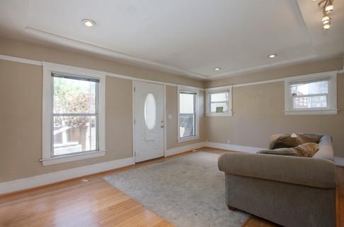 4069 Lincoln Living Room.jpg