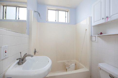 4069 Lincoln Hall Bathroom.jpg