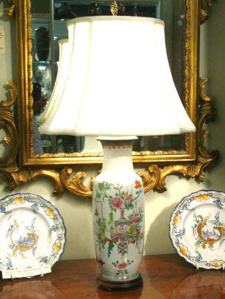 An Early 20th Century Chinese 'Famille Rose' Porcelain Table Lamp