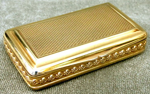 A Very Fine & Heavy George III Silver-Gilt Snuff Box by Daniel Hockley