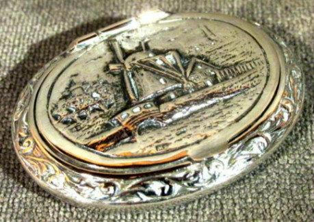 A Fine Early 20th Century Dutch Silver (.833 fine) Pill Box, Dated 1922