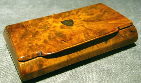 An Early 19th Century Burr Elm Snuff Box, England Circa 1800