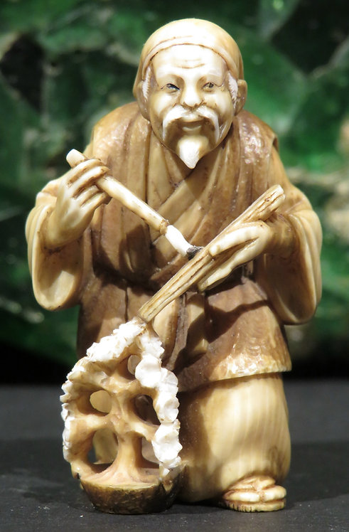 A Very Fine Signed Japanese Ivory Netsuke by Ryugetsu, Meiji Period (1868-1912)