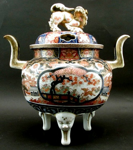 A Very Good & Exceptionally Large Japanese Imari Porcelain Censer, Meiji Period