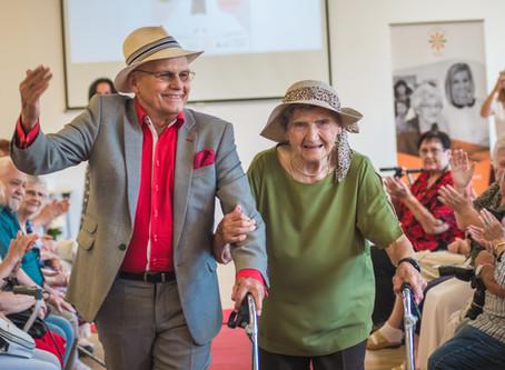 Seniorky z RoSy oslavily výročí republiky na přehlídkovém mole