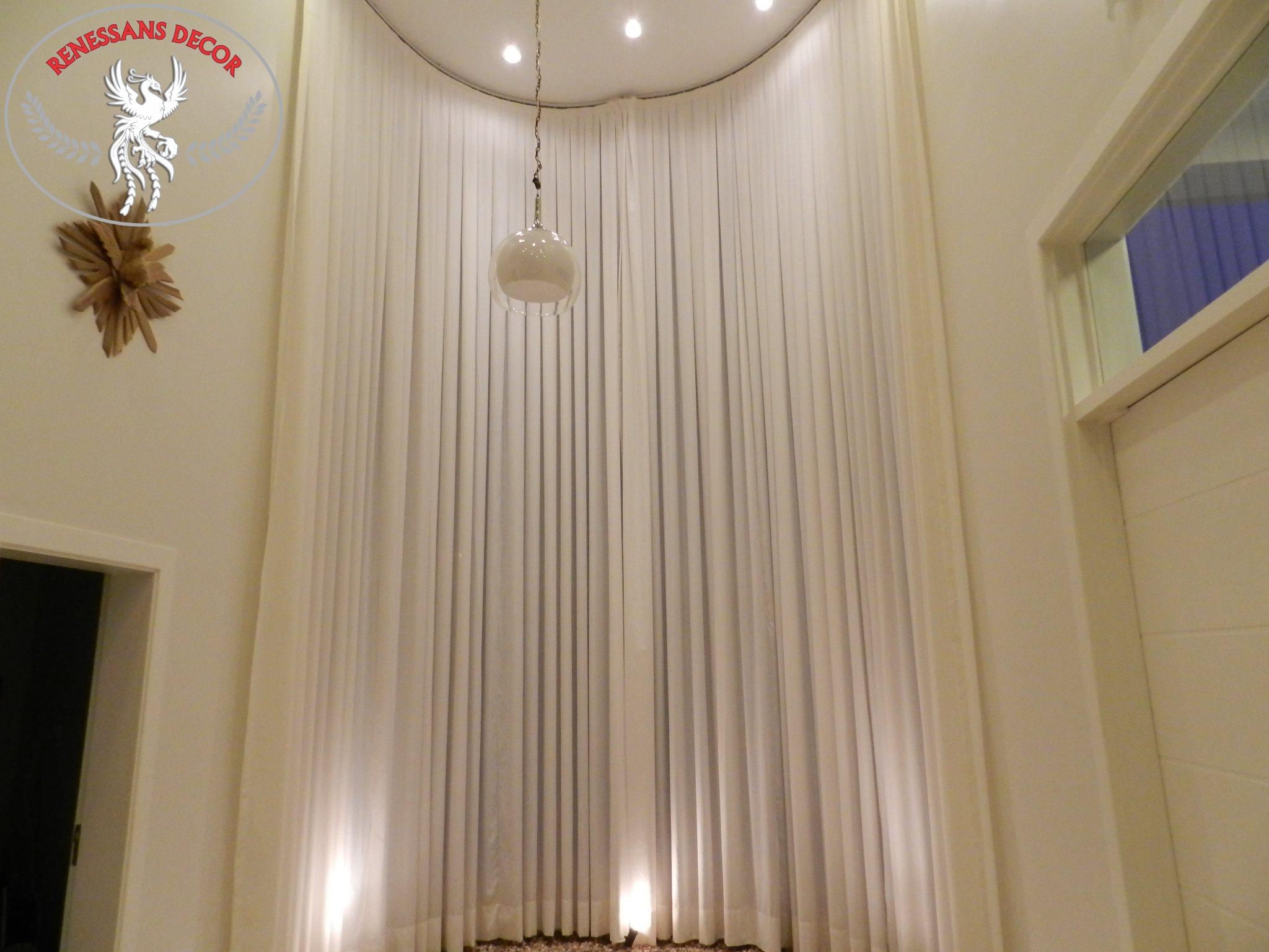 Trilho-Suisso-Curvo-para-cortina-renessans-decor-cortina-alta-pé-direito-duplo-abre-por-cordas