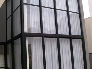 Trilho Suisso como solução de cortinas altas