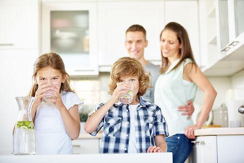 family-drinking-water-fotolia.jpg