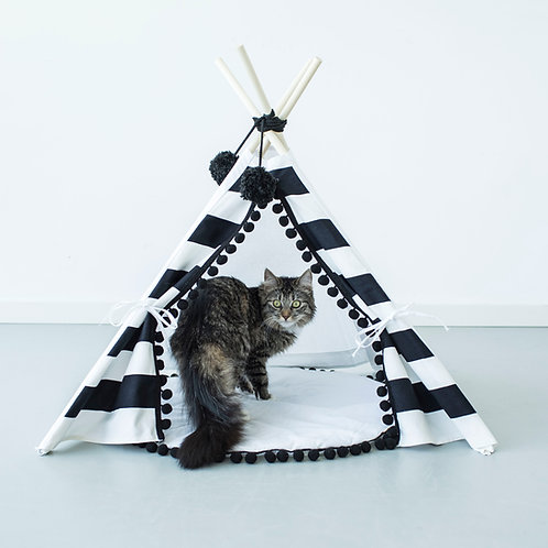 Pet Teepee in Black & White