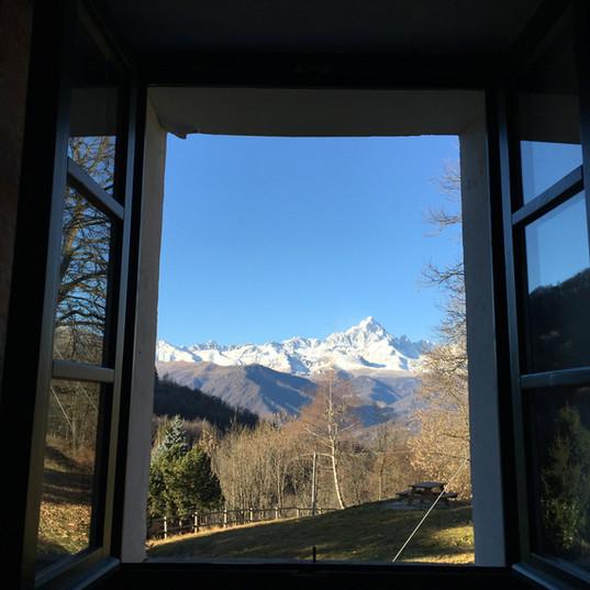 Trappa Vista del Monviso dalle camere.jp