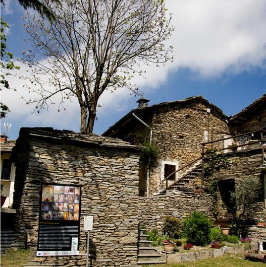Certosa Murgioni sagrato 1.jpg
