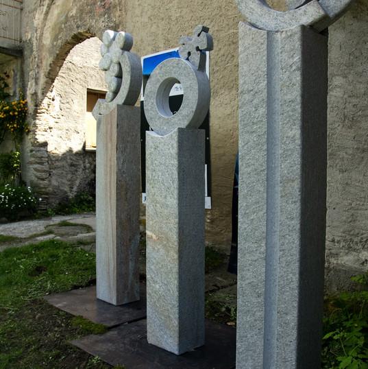 Certosa Murgioni statue ingresso.jpg
