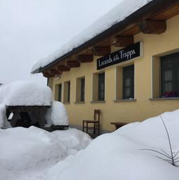 Trappa dehor tanta neve.JPG