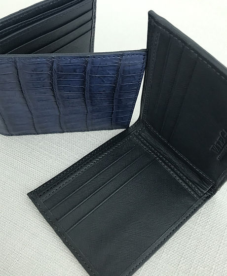navy%20bifold_edited.jpg