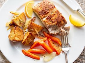 Φιλέτο ψαριού με πατάτες και καρότα