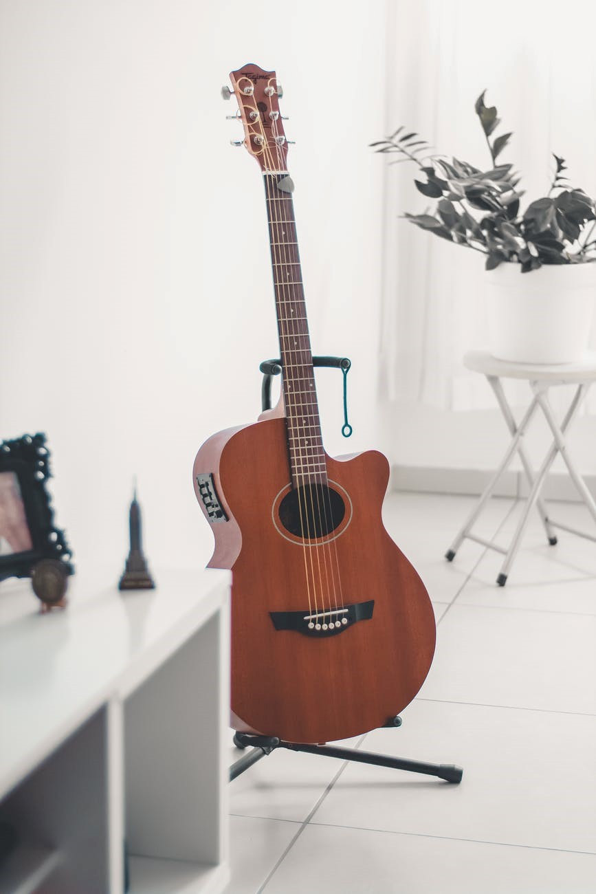 A guitar placed on a guitar stand