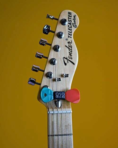 Machine head of a high performance guitar