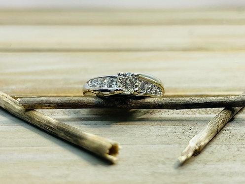 18KWG Center Diamond Ring