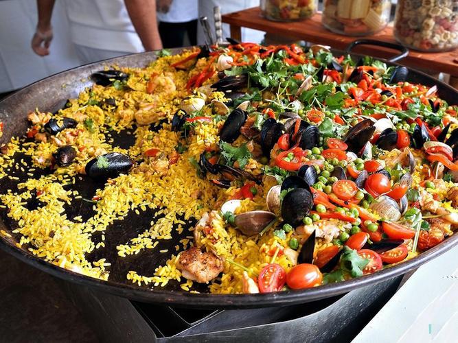 Paella being cooked fresh at Playa Lagarto.