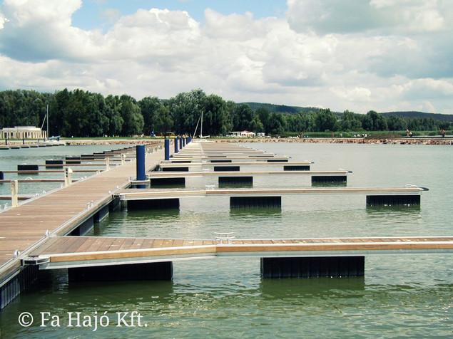 Keszthely-Yacht-kikötő-Balaton-úszó-pont