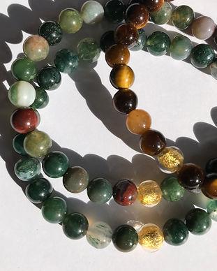 Galinou créé des bracelets de pierres fines, agates, jade, jaspe, améthystes pour ses propiétés et vertus bien être.