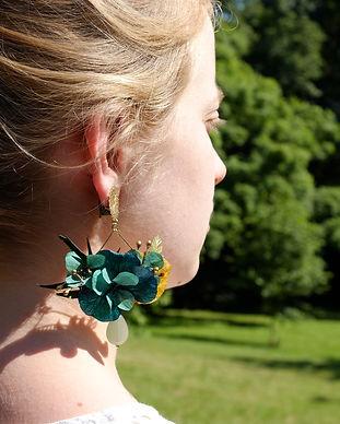 Pour la noce, le mariage ou la mariée, galinou créé des boucles d'oreilles en pierres fines et fleurs naturelles.