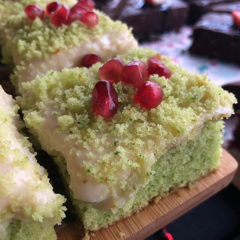 Spinach Cake with Cream Patisserie