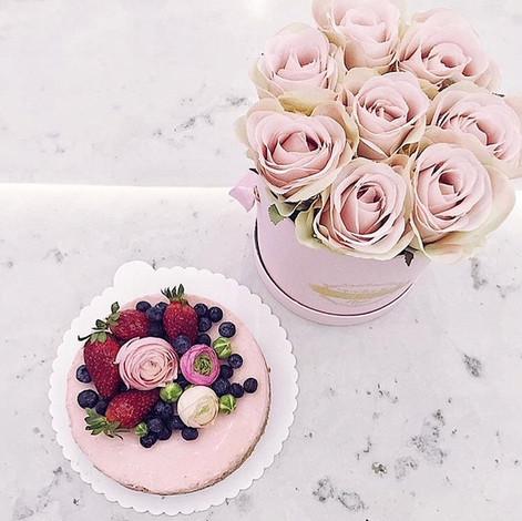 Pinky Cheesecake with Fresh Berries & Flowers