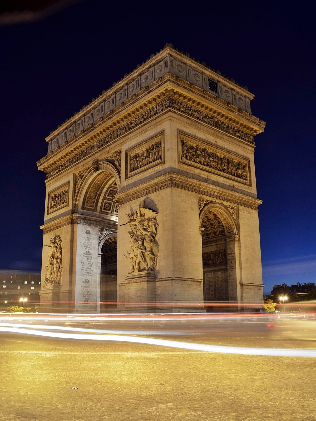 cars-france-landmark-lights-2344