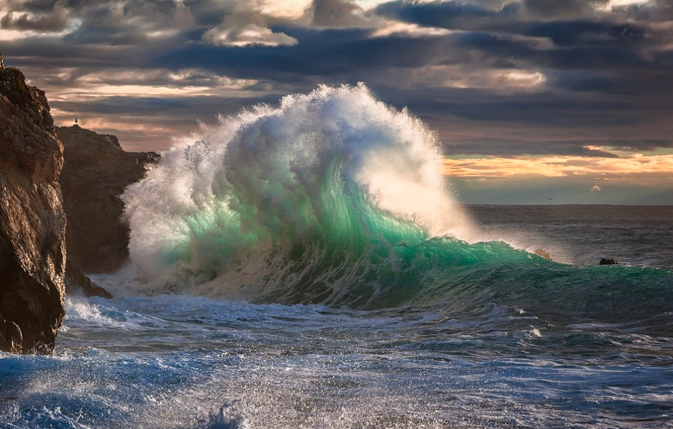 Pacific wave crash
