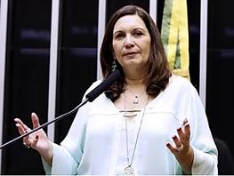 DEPUTADA FEDERAL PELO DF, BIA KICIS, RECEBE ELO SOCIAL EM AUDIÊNCIA