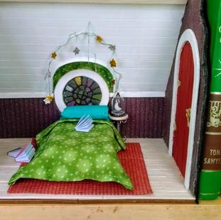 An adorable bookshelf display
