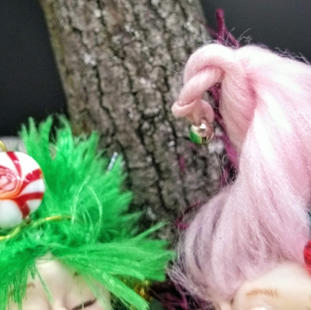 Tinsel and Twinle hair detail