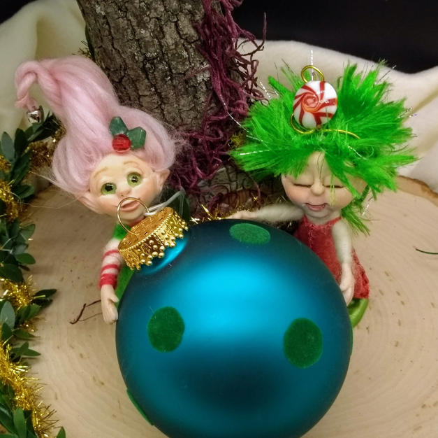 Tinsel and Twinkle, the Holiday Elves