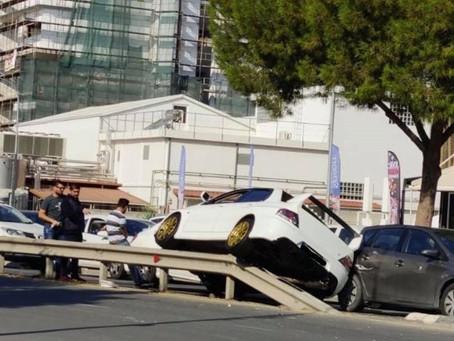 Αυτοκίνητο ανέβηκε στο λανθασμένα τοποθετημένο σύστημα μπαριέρας που προσφέρεται για... πτήσεις