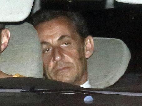 Σε άλλες χώρες πολιτικοί συλλαμβάνονται και παραιτούνται, στην Κύπρο σχεδιάζουν τις εκλογές του 2023
