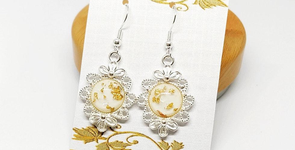 Mooie oorbellen met goudvlokjes Nikkelvrij - Zilver/Wit