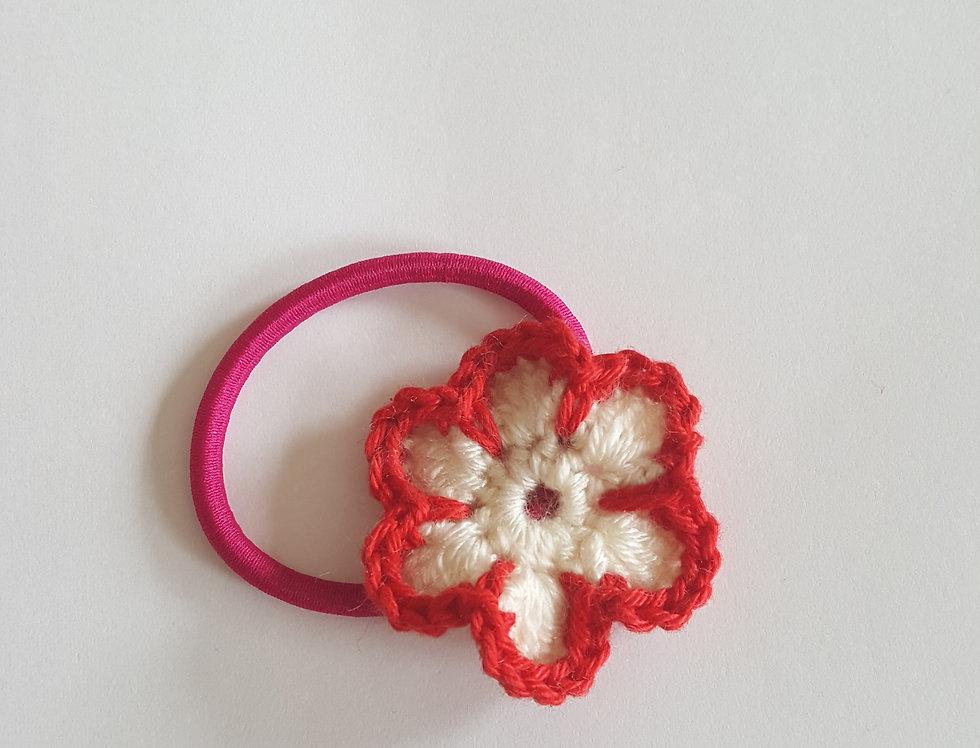 elastiek met gehaakte bloem - wit/rood